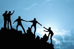 Bergsteiger retten einen Kollegen