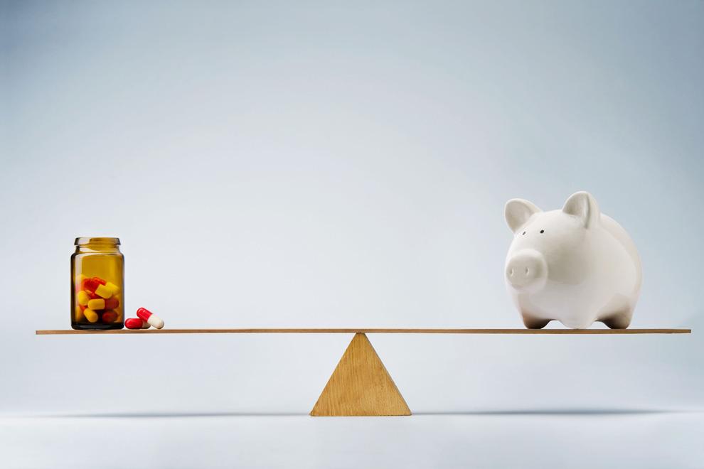 Gleichgewicht zwischen Pillendose und Sparschwein