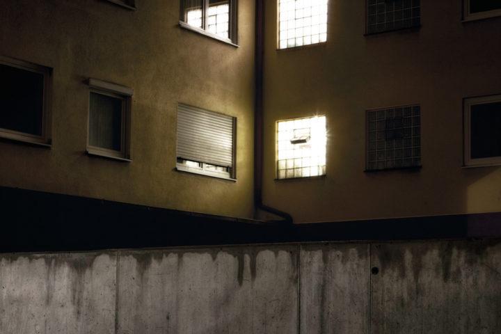 Hinterhof bei Nacht