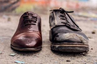 Ungleiches Paar Schuhe