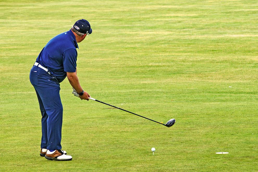 Rentner spielt Golf