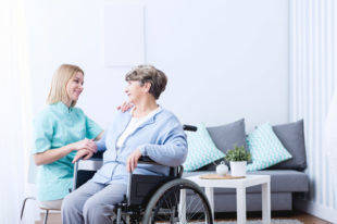 Demenz und Pflege: «In einfachsten Situationen ist Selbstreflexion wichtig»